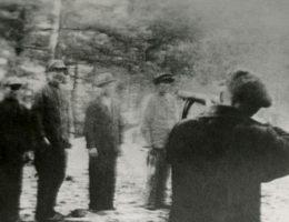 Zdjęcie na którym uwieczniono jedną z wielu egzekucji Polaków z Pomorza.
