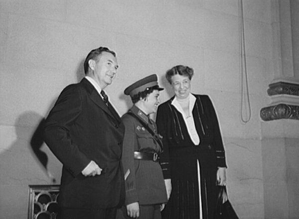 Podczas podróży po USA Pawliczenko poznała między innymi Pierwszą Damę Ameryki, Eleanor Roosevelt.