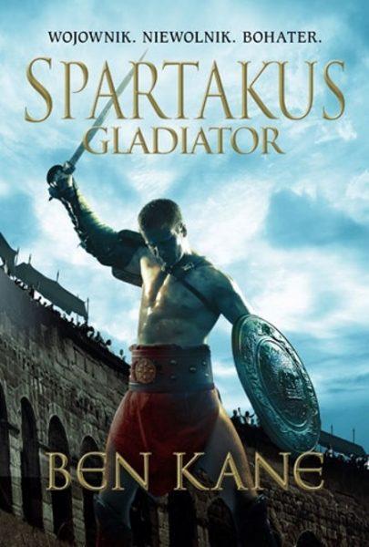 """Inspiracją dla artykułu była książka Bena Kane'a """"Spartakus. Gladiator"""", opowiadająca o losach najsłynniejszego mistrza areny w dziejach, wydana nakładem wydawnictwa Znak Horyzont."""