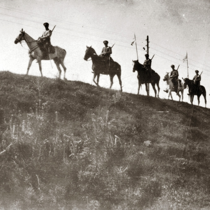 Polska kawaleria na zdjęciu z okresu bitwy niemieńskiej.