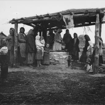 Amerykanie karmili ponad 1 300 000 polskich dzieci. Na zdjęciu jedna z wielu kuchni Amerykańskiego Czerwonego Krzyża w Polsce.