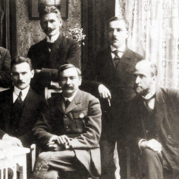 O życiu w fikcyjnych małżeństwach wspominał między innymi Leon Wasilewski (pierwszy z prawej).
