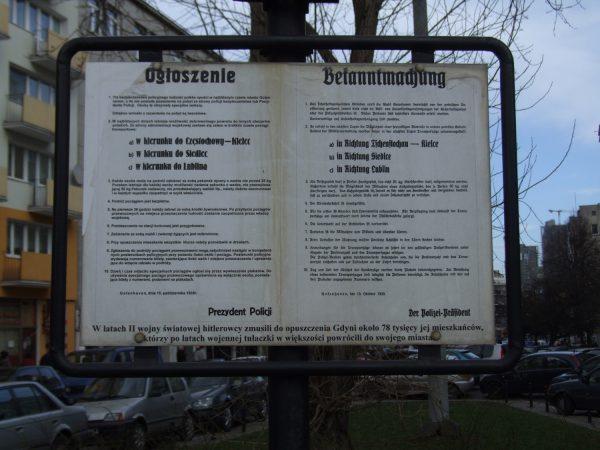 Replika niemieckiego ogłoszenia z października 1939 roku nakazującego polskim mieszkańcom Gdyni opuszczenie swoich domów.