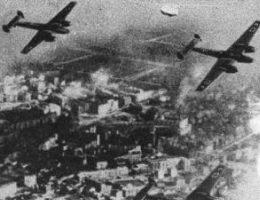 Warszawiacy musieli zmagać się z nalotami niemieckich samolotów w czasie obrony miasta.