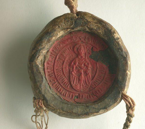 Pieczęć Uniwersytetu Jagiellońskiego z 1420 roku (fot. AGAD, lic. domena publiczna)
