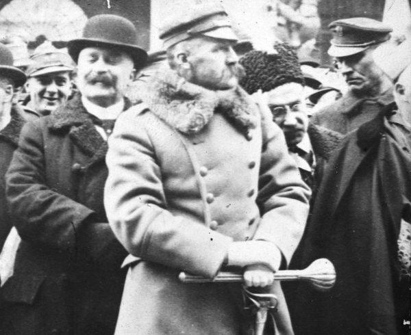 Gibson uważał, że główną wadą Piłsudskiego był jego egotyzm.