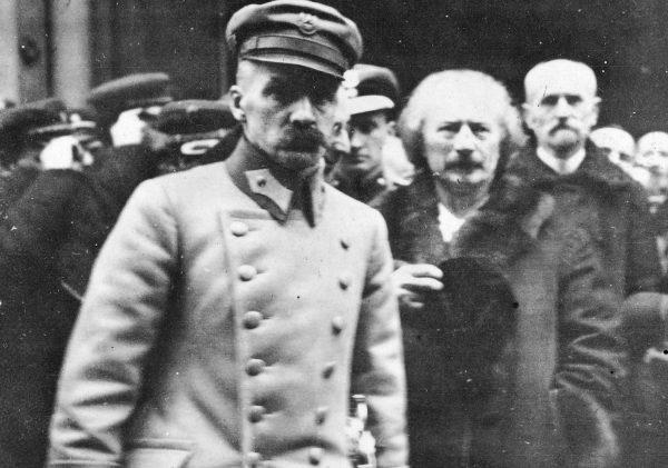 Gibsona raziło między innymi to, że każdy ważniejszy polityk w kraju miał swoją tajną służbę. Na zdjęciu Naczelnik Państwa Józef Piłsudski i premier Ignacy Jan Paderewski. Luty 1919 roku.
