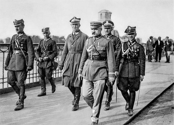 Wydarzenia z maja 1926 roku jasno pokazały, że prognozy Gibsona były trafne. Na zdjęciu Piłsudski na moście Poniatowskiego idzie na spotkanie z prezydentem Wojciechowskim.
