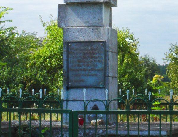 Ofiary zbrodni w Zaleszanach upamiętnia stojący do dziś pomnik.
