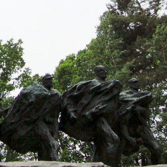 W miejscu największych starć, Porytowym Wzgórzu, wzniesiono na pamiątkę pomnik.
