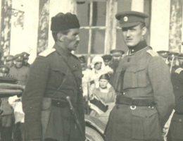 Stanisław Bułak-Bałachowicz (po lewej) w rosyjskim mundurze.