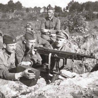 Polskie stanowisko ciężkiego karabinu maszynowego pod Miłosną, sierpień 1920.