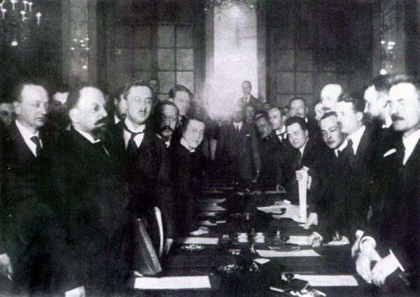 Podpisanie traktatu ryskiego. 18 marca 1921 roku.