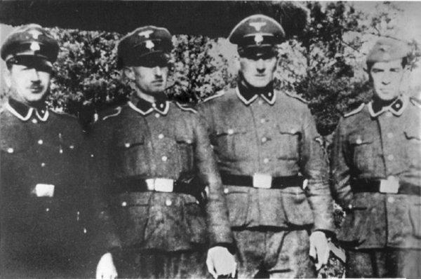 Niemiecko-austriacka załoga obozu liczyła około 25-30 osób. Na zdjęciu esesmani Paul Bredow, Willi Mentz, Max Möller, and Josef Hirtreiter.
