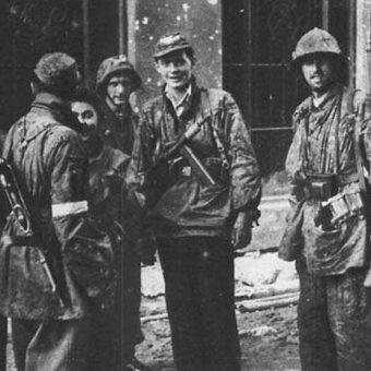 """Żołnierze Batalionu """"Zośka"""" w czasie walk Powstania Warszawskiego."""