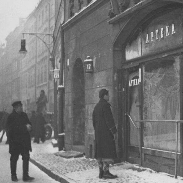Warszawska apteka, 1938 rok.