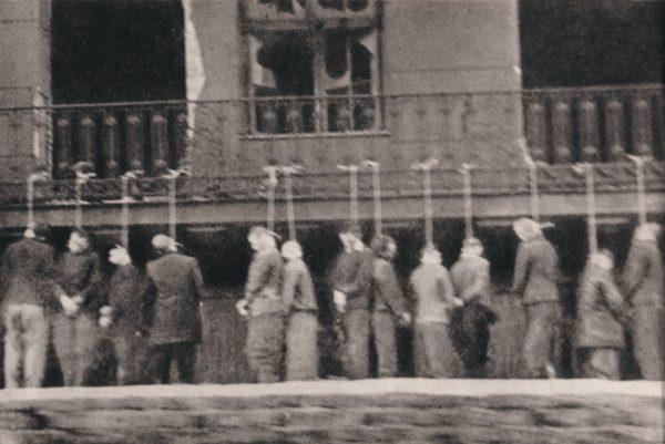 Więźniowie Pawiaka powieszeni na ulicy Leszno. 11 lutego 1944 roku.