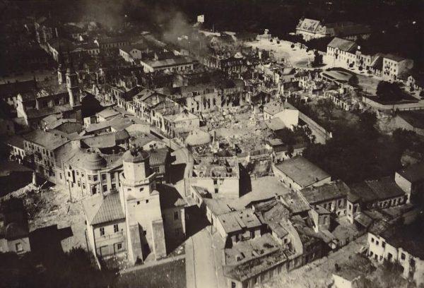 Zniszczony Wieluń. To w jego okolicy niemiecki żołnierz uratował życie Remigiusza Wiry.