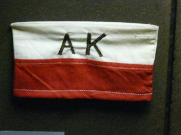 Moczarski trafił do Armii Krajowej. Działał w Biurze Informacji i Propagandy Komendy Głównej.
