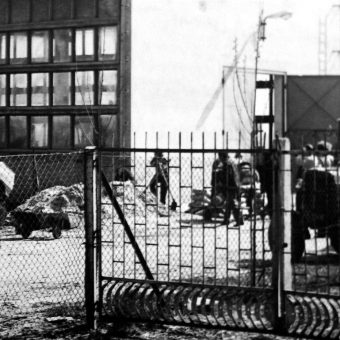 Na części ziem przejętych w ramach reformy rolnej w 1949 roku utworzono Państwowe Gospodarstwa Rolne. Na zdjęciu PGR w Lewkowie.