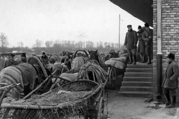Chłopi, którzy uchylali się od dostarczania przymusowych kontyngentów żywności trafiali do specjalnych obozów pracy.