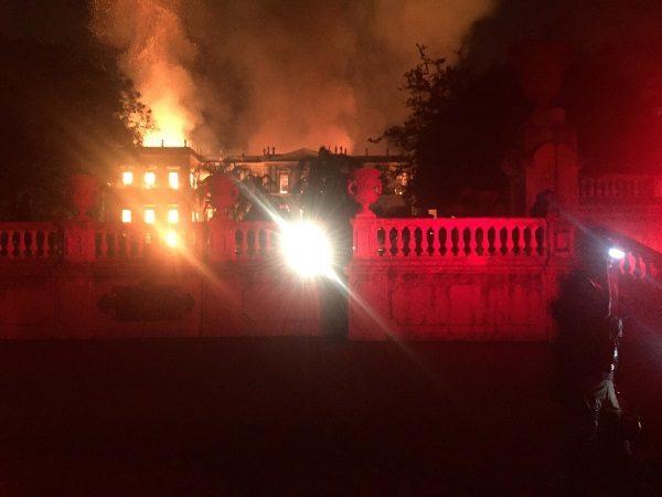 Pożar muzeum w Rio de Janeiro zabrał Brazylijczykom możliwość studiowania własnej historii (fot. Felipe Milanez, lic. CCA SA 4.0 I)