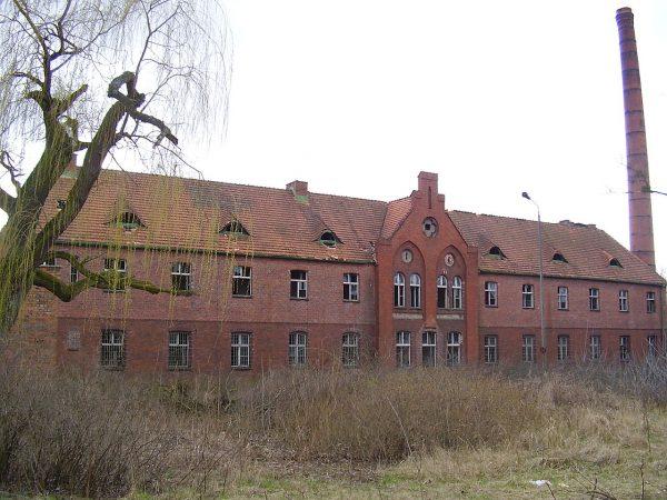 Właśnie w tym budynku przed wojną mieścił się zakład psychiatryczny w Owińskach.