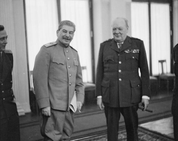 """Pod koniec wojny Churchill i Stalin prowadzili """"wyścig"""" o jak największe zdobycze terytorialne."""