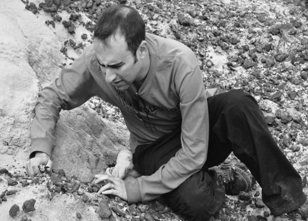 """Każde nowe odkrycie szczątków dinozaurów zbliża naukowców do poznania ich historii. Zdjęcie pochodzi z książki Steve'a Brusatte'a pt. """"Era dinozaurów. Od narodzin do upadku""""."""