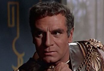 """W filmie """"Spartakus"""" z 1960 roku w rolę pogromcy powstania niewolników wcielił się aktor Laurence Olivier."""