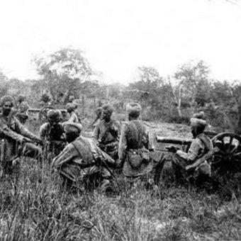 Indyjskie wojska trafiły do Kaszmiru po tym, jak maharadża Hari Singh ogłosił akcesję do państwa indyjskiego.