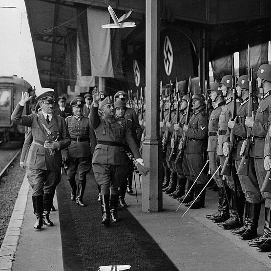 Spotkanie Hitlera i Franco odbyło się na stacji kolejowej w Hendaye.