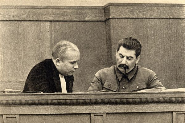 """Chruszczow zdaniem Mao był na """"fałszywym tropie"""". Na zdjęciu Chruszczow ze Stalinem w 1936 roku."""