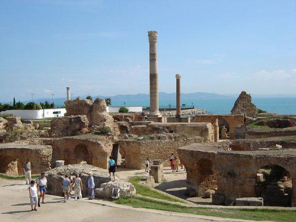 Katon zwracał uwagę współobywateli na bliskość Kartaginy, oddalonej - jego zdaniem - zaledwie o trzy dni żeglugi od Rzymu.