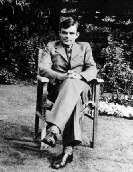 Z osiągnięć polskich kryptologów w rozszyfrowywaniu depesz przysyłanych Enigmą korzystał między innymi Alan Turing.