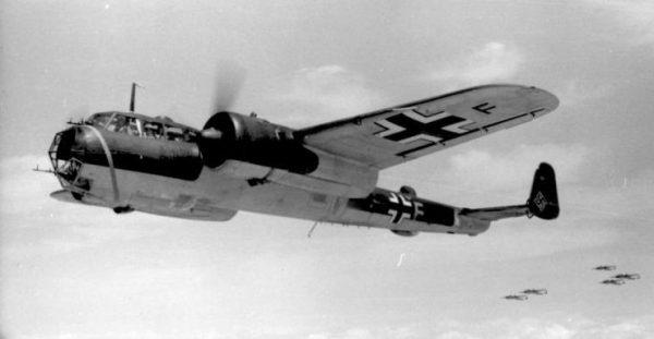 Kotz już drugiego dnia wojny razem z dwoma kolegami wziął udział w strąceniu niemieckiego Do-17.