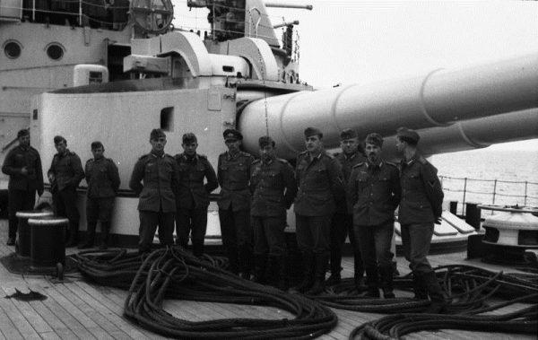 Niemcy przez cały tydzień kierowali na polską załogę ogień z dział pancernika.