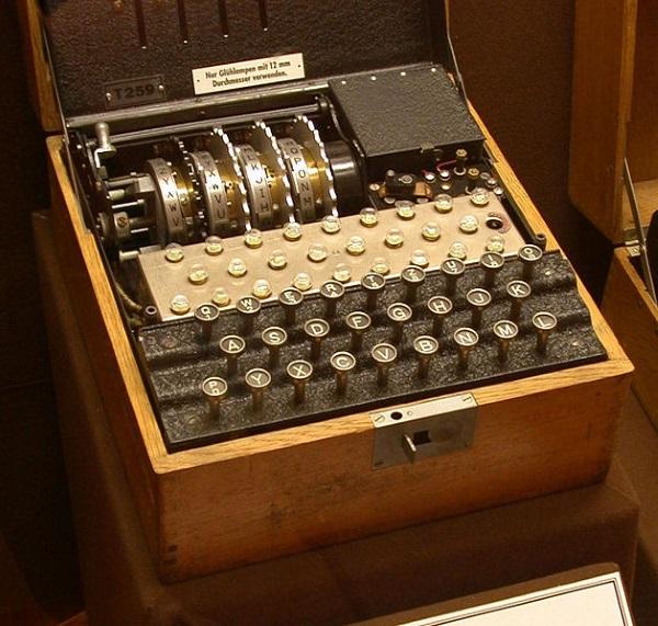 Enigma (fot. Greg Goebel, lic. domena publiczna)