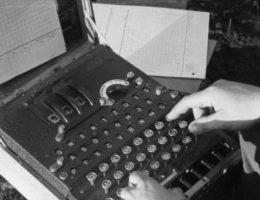 Jak to się stało, że tuż przed wybuchem II wojny nasz wywiad nie potrafił odczytać wiadomości szyfrowanych Enigmą?
