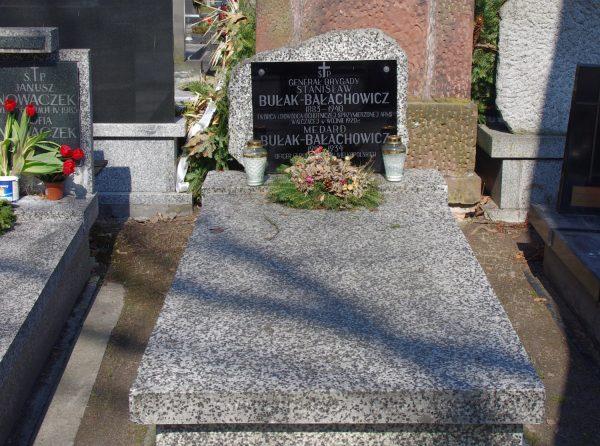 Bałachowicz zginął w 1940 roku, zastrzelony przez gestapo. Na zdjęciu jego grób na Cmentarzu Wojskowym na Powązkach w Warszawie.