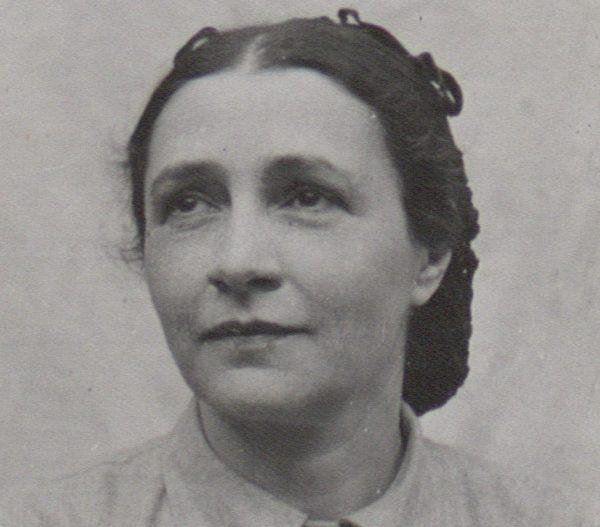 W II RP toczyły się burzliwe dyskusje na temat prawa kobiet do świadomego macierzyństwa. Za dostępem do antykoncepcji i edukacją seksualną opowiadała się między innymi Irena Krzywicka.