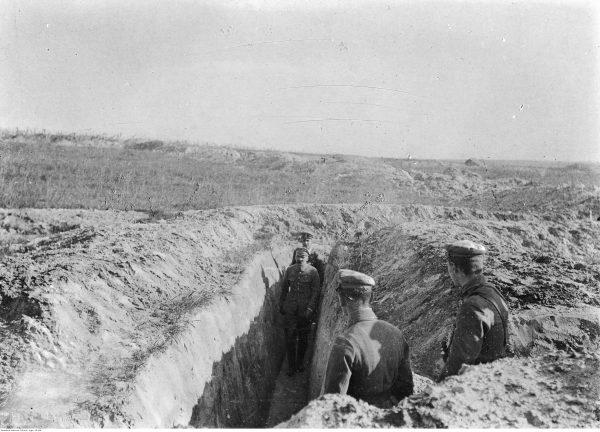 Józef Piłsudski wizytuje okopy nad Nidą. Czy przy tej okazji poznała go Kazia
