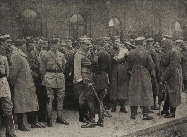 W celu spacyfikowania antyżydowskich ekscesów w Krakowie starano się wykorzystać autorytet samego generała Hallera (na zdjęciu ze swoim sztabem). Niestety nie na wiele się to zdało.