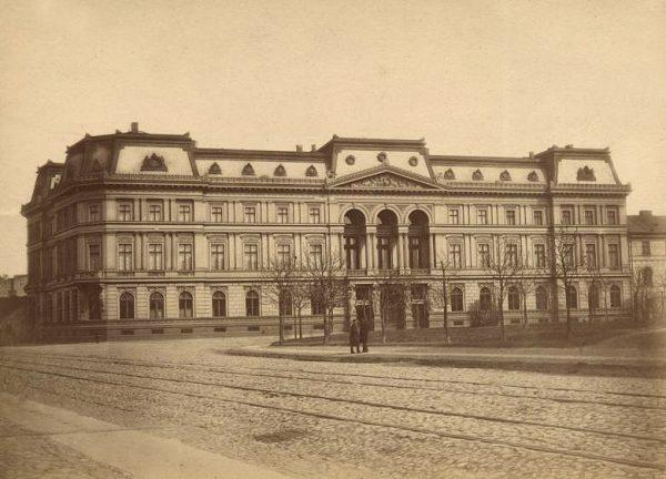 O bogactwie finansistów świadczyły ich siedziby. Na zdjęciu nieistniejący już pałac Leopolda Kronenberga.