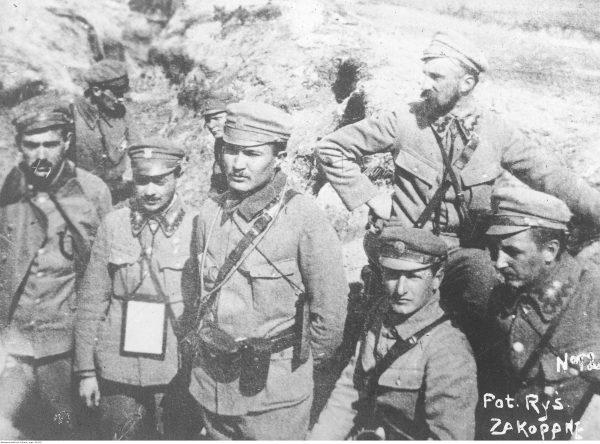 Legioniści pierwszej brygady w okopach nad Nidą