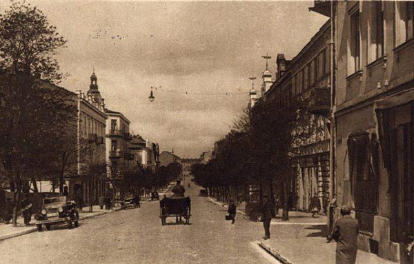 Ulica Sienkiewicza w Kielcach. To właśnie przy niej znajdował się teatr, gdzie rozpoczął się pogrom w listopadzie 1918 roku. Zdjęcie z lat 20.