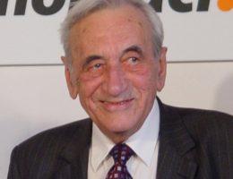 Tadeusz Mazowiecki na przyjęciu z okazji swoich 80 urodzin (fot. domena publiczna)