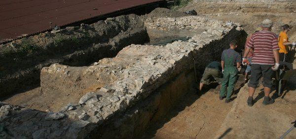 Wykopaliska w Częstochowie (fot. Przykuta, lic. CCA SA 3.0)