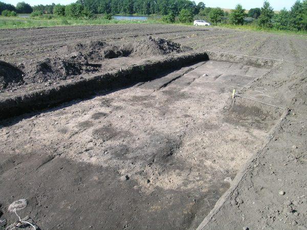Wykopaliska w Ostrowie koło CHojnic (fot. Gżdacz, lic. CCA SA 3.0)