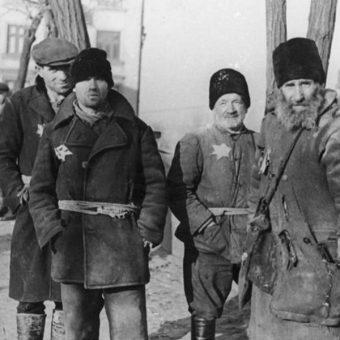 Żydzi z lubelskiego getta, 30 grudnia 1939 roku (fot. Bundesarchiv, Bild 183-E13880, lic. CC-BY-SA 3.0)